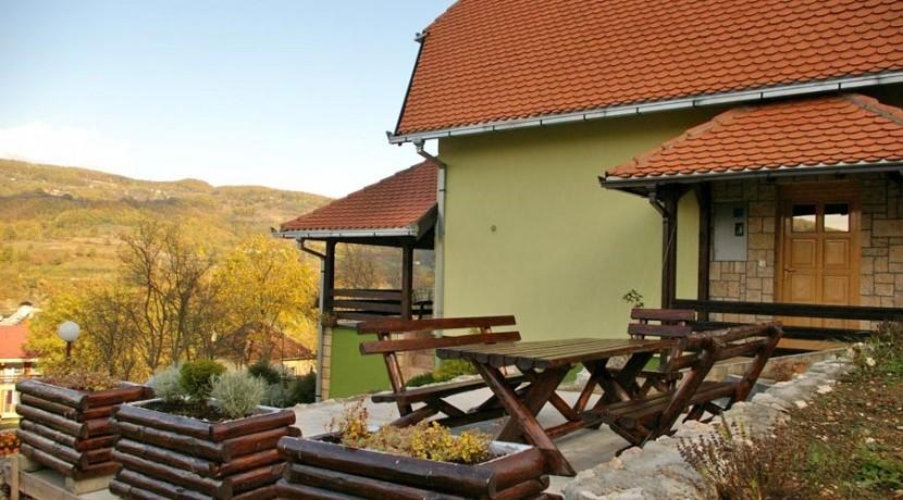 vila-jezero-perucac-2-e1434112782986