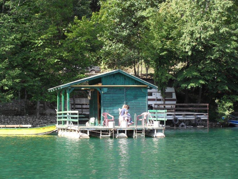 splav-na-jezeru-perucac-smestaj-odmor (2)