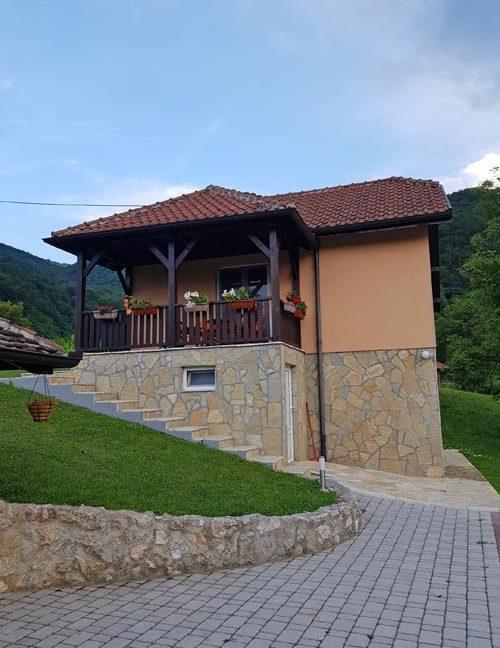 vila-vujic-bajina-basta-drina-smestaj-odmor (1)