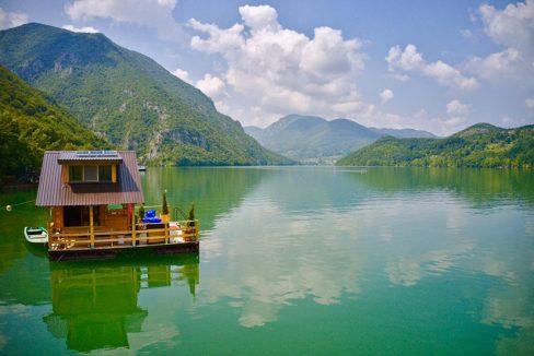 kuca-plutajuca-perucac-splav-smestaj-jezero (7)