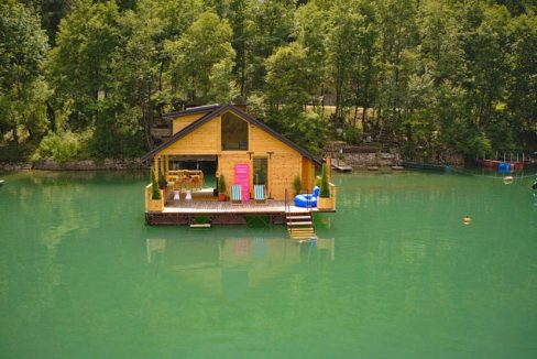 kuca-plutajuca-perucac-splav-smestaj-jezero (9)