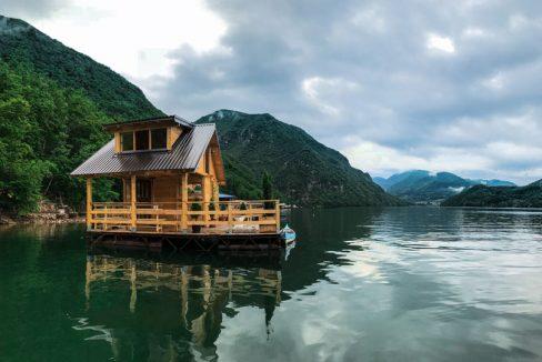 kuca-plutajuca-splav-smestaj-drina-jezero-perucac-odmor-1