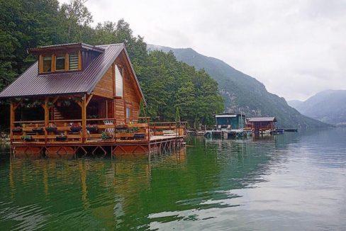 kucica-na-vodi-perucac-sšplav-jezero-odmor (2)