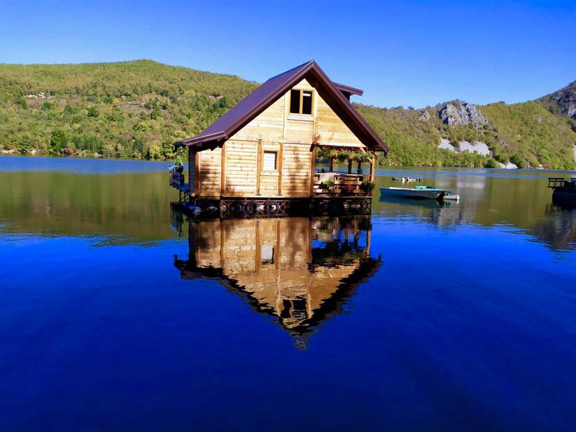 kucica-na-vodi-splav-perucac-jezero-smestaj-odmor (18)