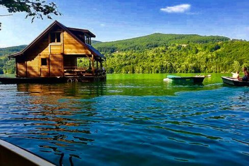 kucica-na-vodi-splav-perucac-jezero-smestaj-odmor (7)