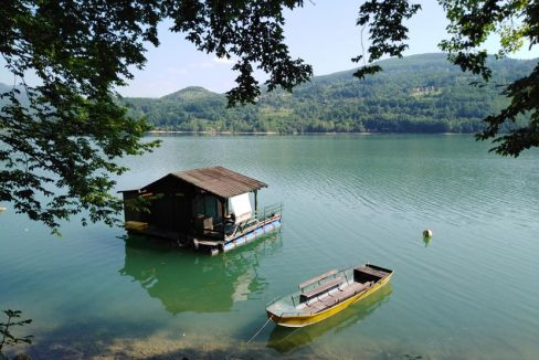 splav-na-jezeru-perucac-smestaj-odmor (1)