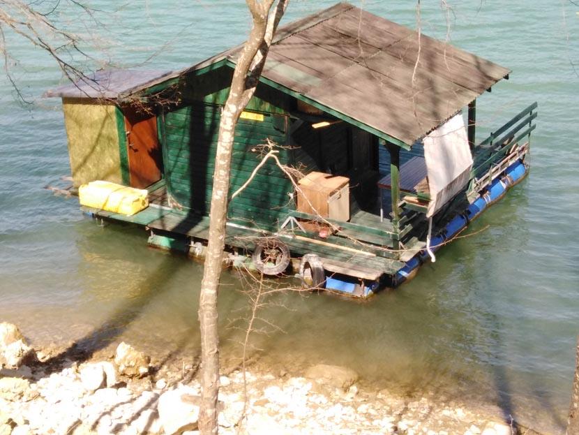splav-na-jezeru-perucac-smestaj-odmor (4)
