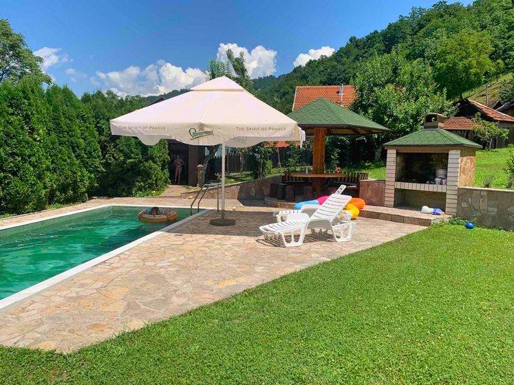 Vikendica-sa -bazenom-Drina-huco-huco-smestaj-1