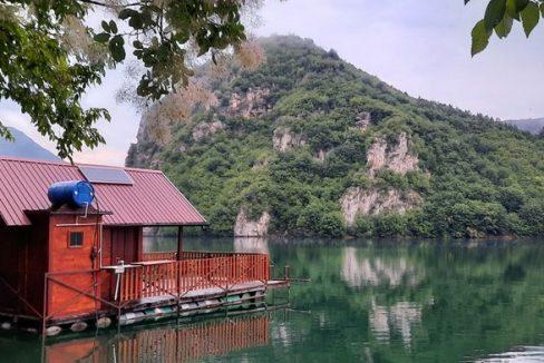 splav-za-odmor-panorama-perucac-smestaj-1