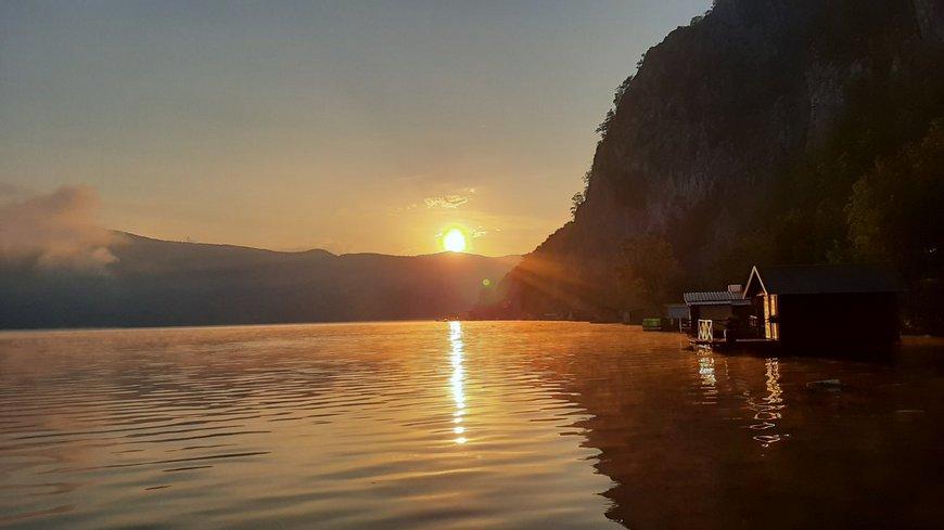 splav-za-odmor-panorama-perucac-smestaj-3