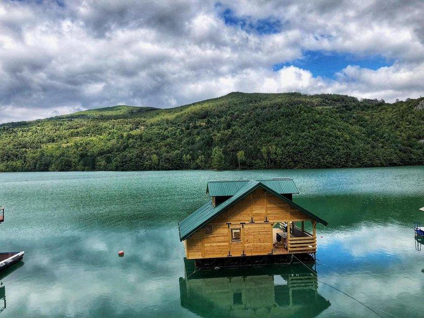 splav-kucicare-jezero-perucac-smestaj-4