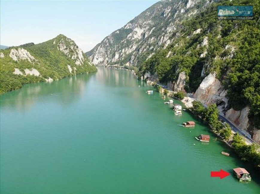 splav-derventa-jezero-perucac-smestaj-2