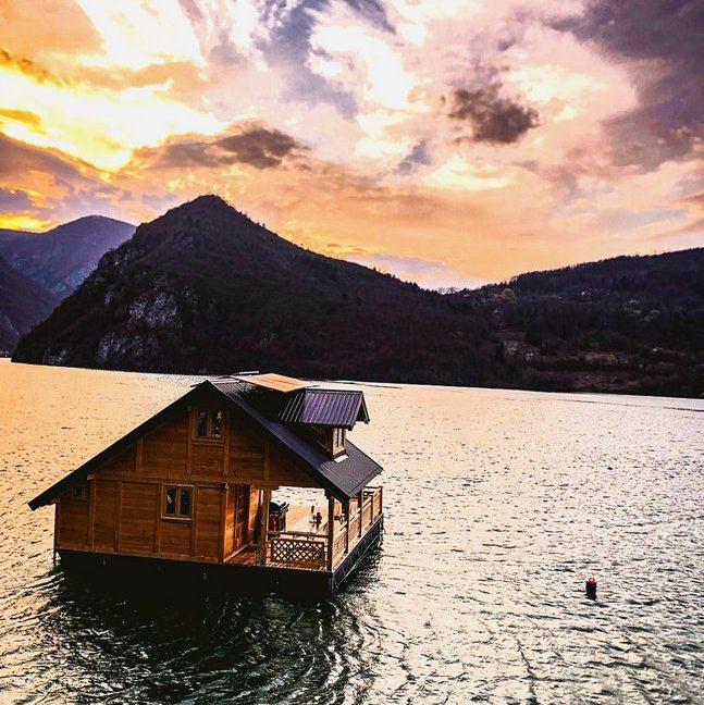 splav-horizont-jezero-perucac-smestaj-2