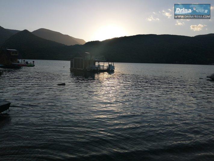 splav-maki-jezero-perucac (1)