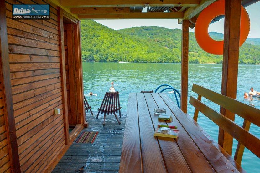 splav-relax-jezero-perucac-smestaj-10